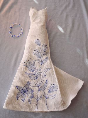 White with blue tulips+necklace 51
