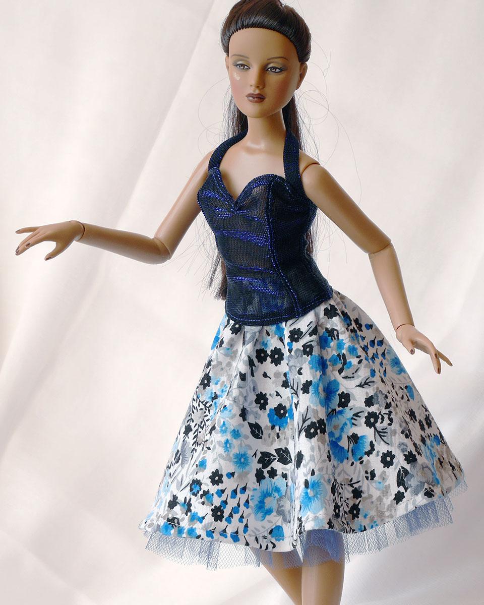 Krátká půlkolová sukně